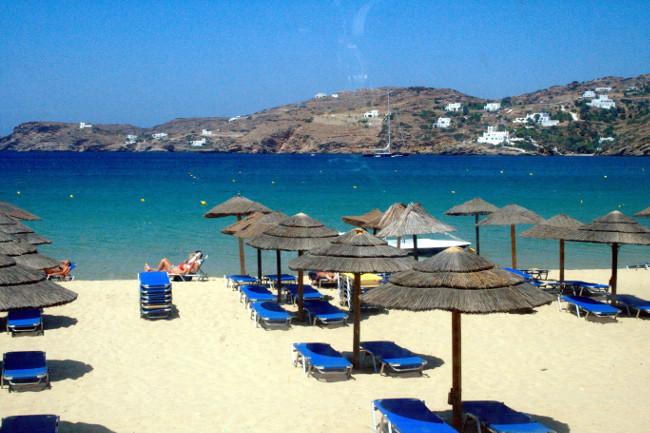 Isola greca di Ios, la spiaggia di Mylopotas.