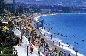Loutraki sulla costa greca del Peloponneso, luogo con le bellissime spiagge.