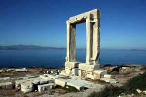 Portara, monumanto simbolo di Naxos in Grecia.
