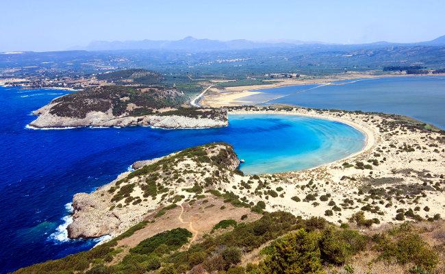 Una delle spiagge più belle del Peloponneso greco, Voidokilia.