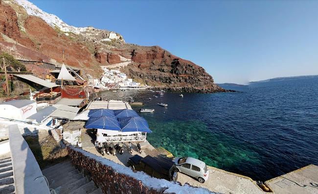 spiaggia di Ammoudi a Santorini in Grecia.