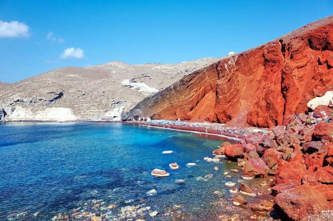 spiaggia rossa di santorini.