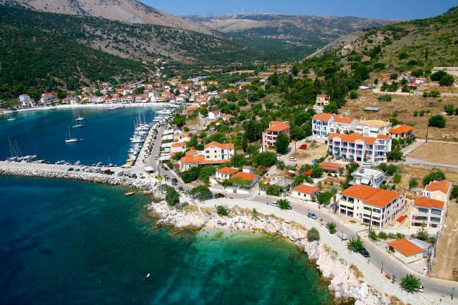 Il bellissimo villaggio costiero di Agia Efimia.