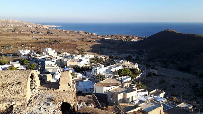 Il villaggio di Akrotiri nella parte sud-occidentale di Santorini.