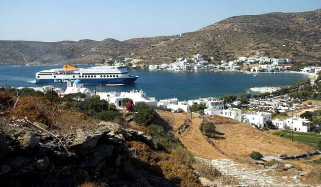 I traghetti collegano Amorgos con le altre isole Cicladi in poco tempo.