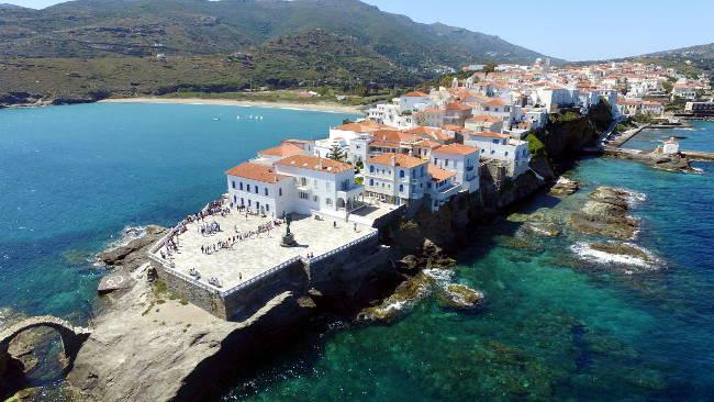 Il villaggio di Chora Andros sulla costa orientale dell'isola.