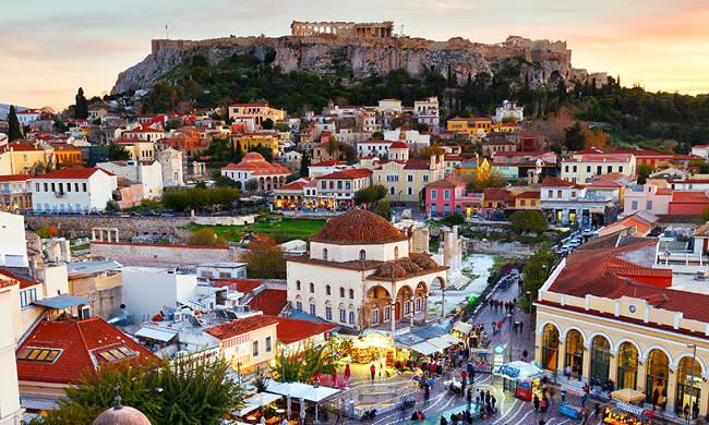 Il pittoresco quartiere di Monastiraki ad Atene.