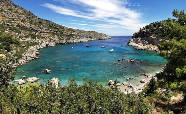 La stupenda baia Anthony Quinn dell'isola greca di Rodi.