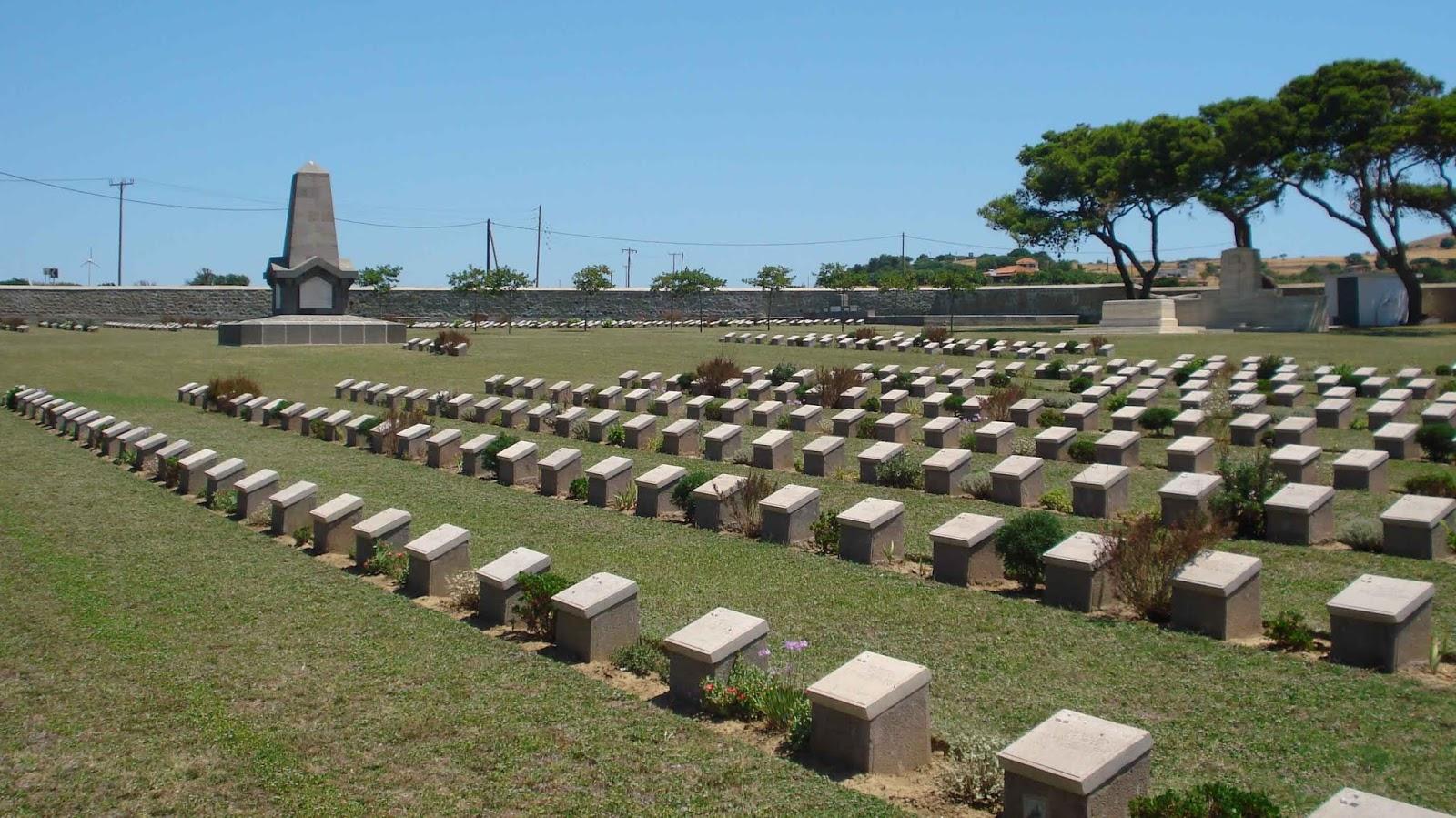 Il Cimitero degli Alleati di Moudros sull'isola greca di Limnos.