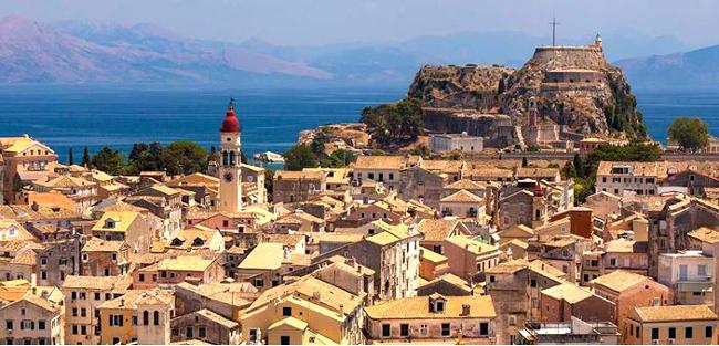 Il campanile della chiesa di San Spiridione a Corfù in Grecia.