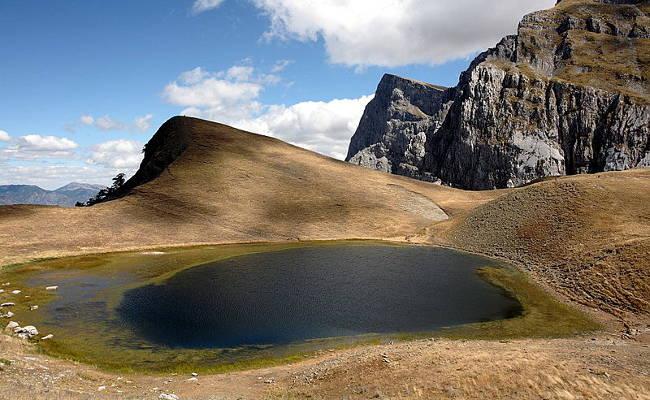 Il Drakolimni del Monte Tymfi nel Parco Nazionale di Vikos.