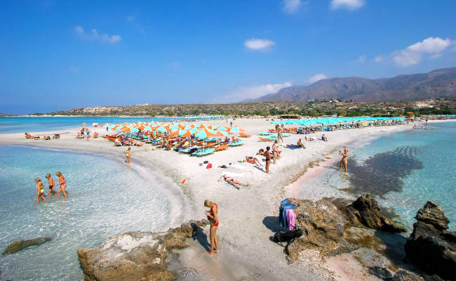 La fantastica spiaggia di Elafonisi a Creta, attrezzata per bambini e famiglie.