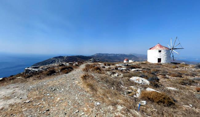 Uno dei tanti sentieri per escursioni dove scoprire la bellezza autentica di Amorgos.