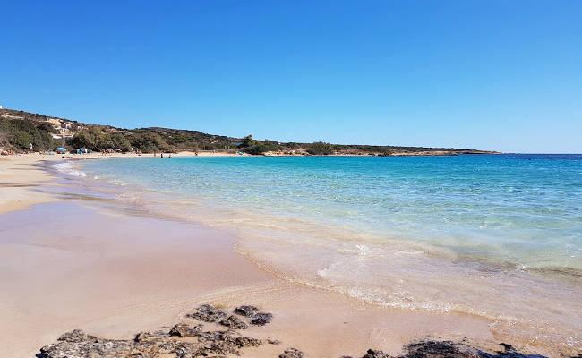 La spiaggia di Finikas è una delle più belle dell'isola greca di Koufonissi.
