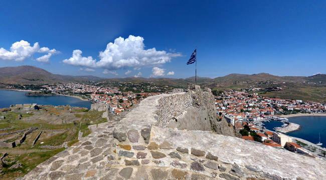 La fortezza bizantina di Myrina, il castello da cui si dominano le due baie della città.
