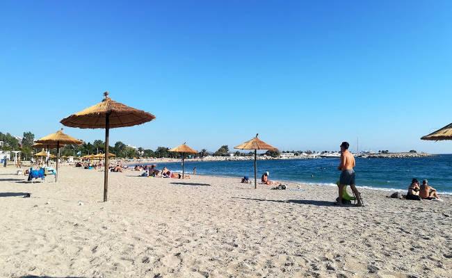 La spiaggia di Glyfada, una delle più conosciute di Atene.