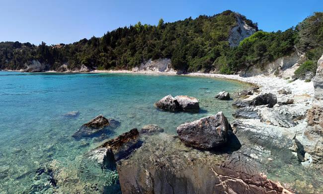 La spiaggia rocciosa di Kanoni, all'estremità nord dell'isola di Paxos.