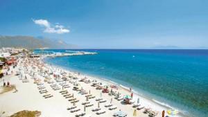 Spiaggia di Kardamena, isola di Kos in Grecia.
