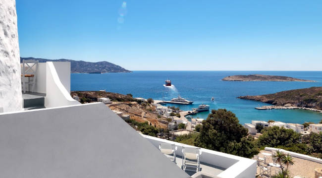 Panorama sul porto di Kimolos da un appartamento per vacanze.
