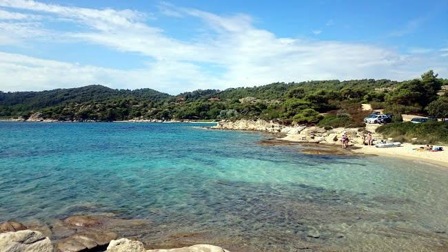 Le acque cristalline del mare di Lagonisi, non molto lontano da Atene.