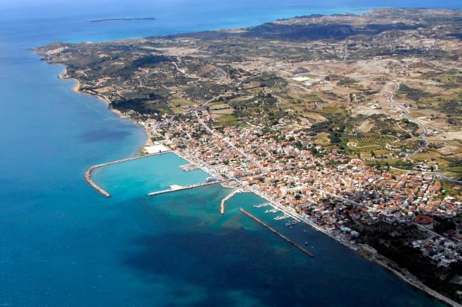 La bellissima città costiera di Lixouri.