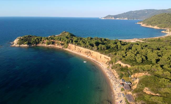 Le baie con le spiagge di Mandraki, Mandraki Elias e Agistros, tra le più belle di Skiathos.