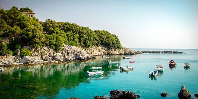 Il mare in Grecia a ottobre.