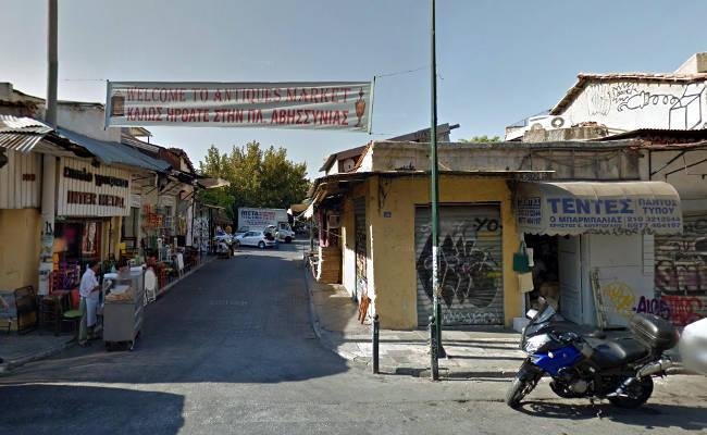 Il mercato di Piazza Avissynias, nella parte più vecchia di via Ermou.