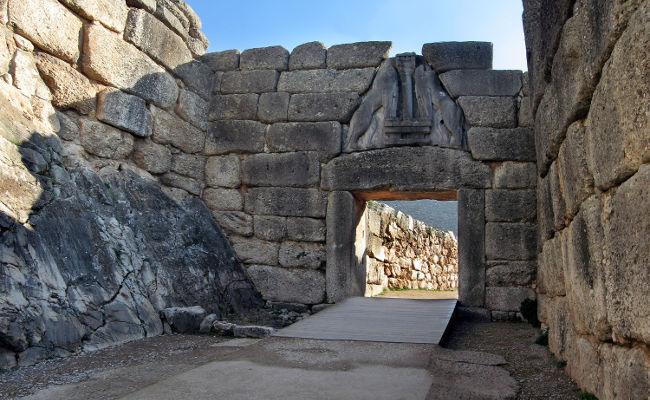 La Porta dei Leoni per entrare negli scavi archeologici di Micene, Grecia.
