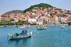 Mitilene capoluogo di Lesbo dal mare.