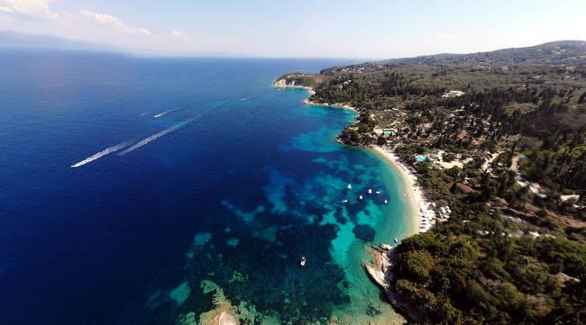 La bellissima costa della spiaggia di Monodendri, a Paxos.