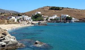 La piccola spiaggia di Moutsouna.