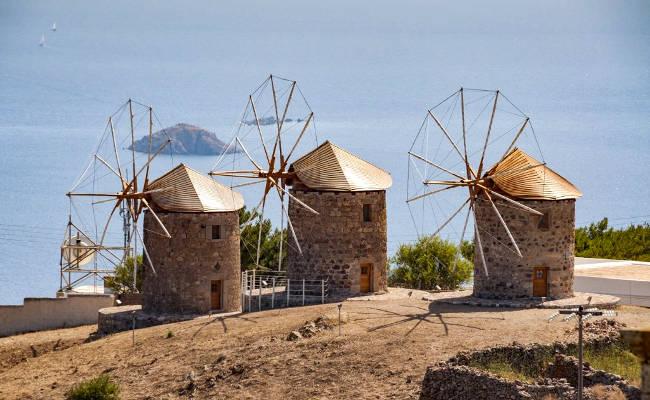 I tre mulini a vento di Patmos sulla collina di Chora.