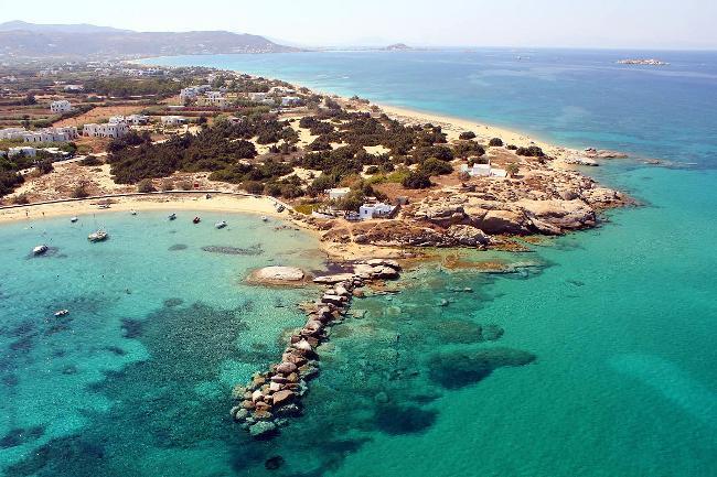 La meravigliosa costa marina di Naxos in Grecia.