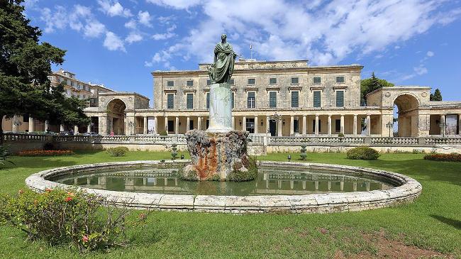 Il Palazzo di San Michele e San Giorgio a Corfu.