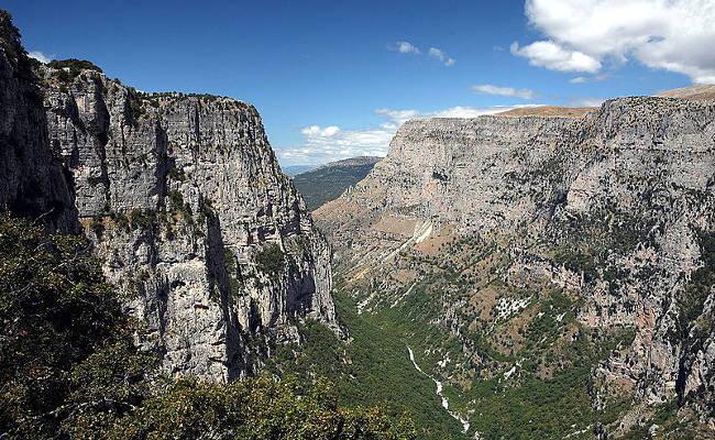 La gola di Vikos nel Parco Nazionale Vikos–Aoös, regione di Zagoria.