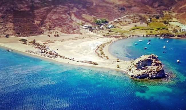 La fantastica spiaggia di Petra, da non perdere a Patmos.