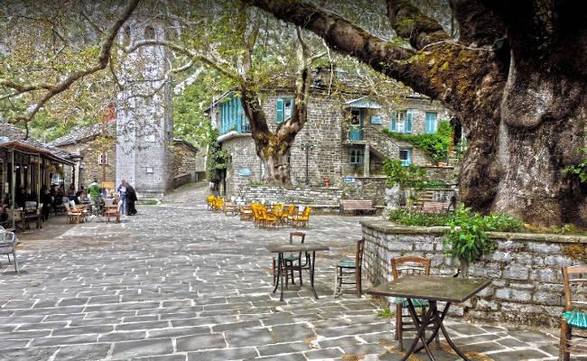 La piazza dell'incantevole villaggio di Tsepelovo.