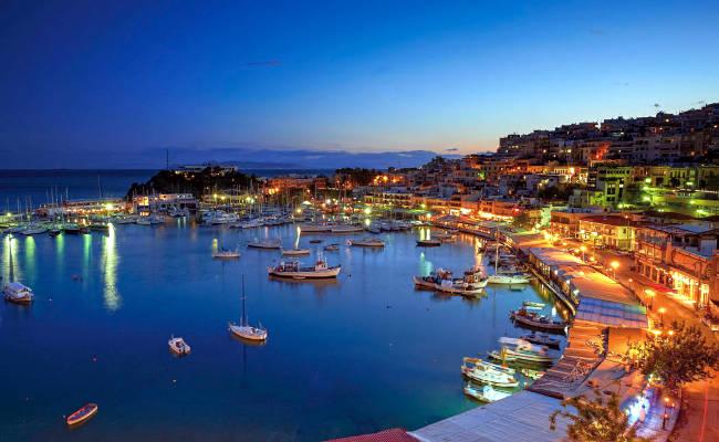 Il bellissimo quartiere Microlimano nel Pireo, porto di Atene.