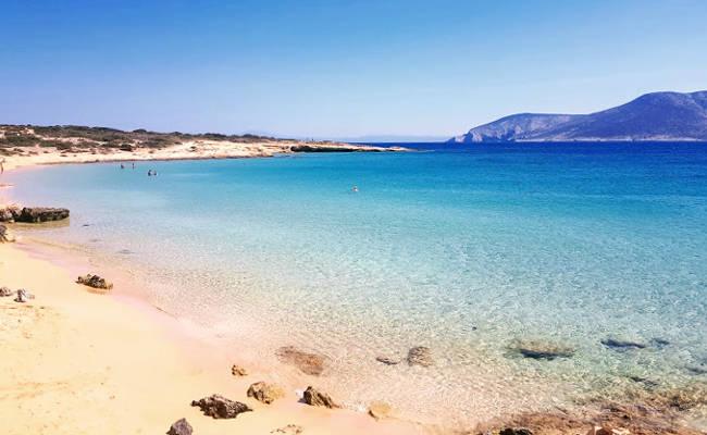 Il fantastico ambiente naturale della spiaggia di Platia Pounda.