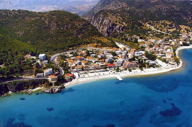 Lo splendido villaggio di Poros a Cefalonia.