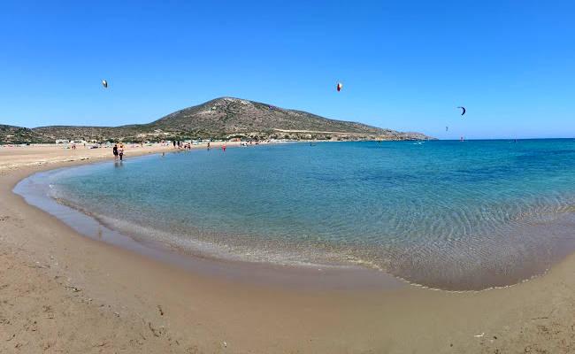 L'incredibile spiaggia di Prasonisi a Rodi, il luogo perfetto per gli amanti del kitesurf.