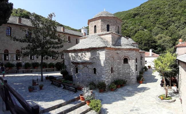 Il monastero di Panagia Eikonistria, il luogo più sacro dell'isola di Skiathos.