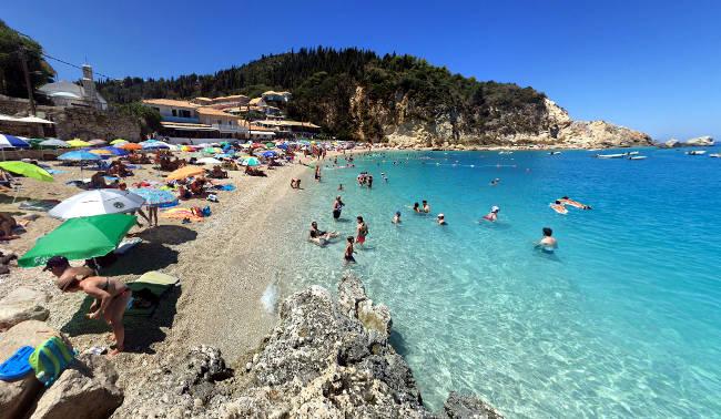 La piccola ma bellissima spiaggia di Agios Nikitas.