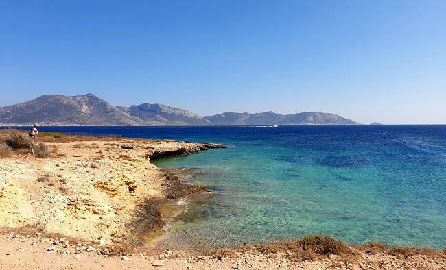 Lo stupendo litorale di Fanos ha tratti di sabbia dorata e di bassi scogli, per ogni amante del mare.