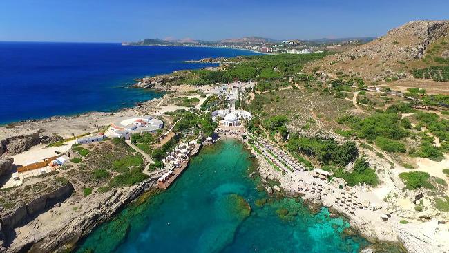 Spiaggia e mare a Kallithea, isola di Rodi.