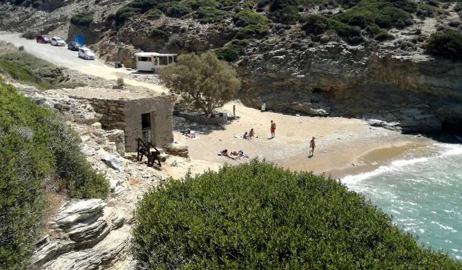 La suggestiva caletta della spiaggia di Paradeisia, chiamata anche Paradise beach.