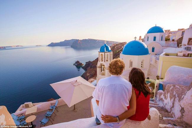 vacanza romantica a santorini in grecia.