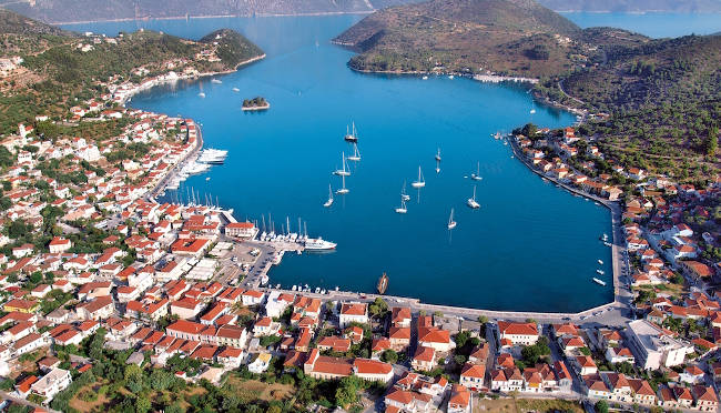 Vathy, il capoluogo di Itaca e la sua meravigliosa baia.